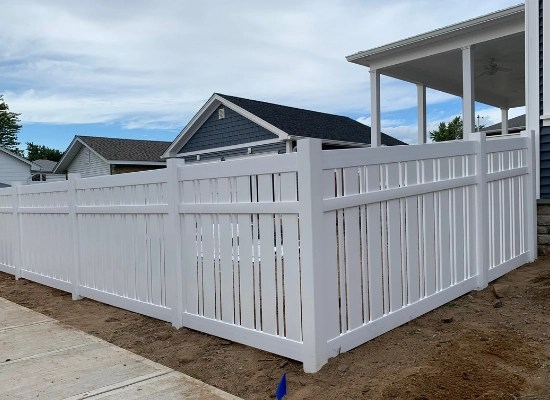 White vinyl semi privacy fence 4ft newport