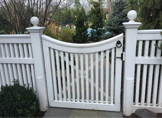 WHITE pvc picket fence with scallope gate