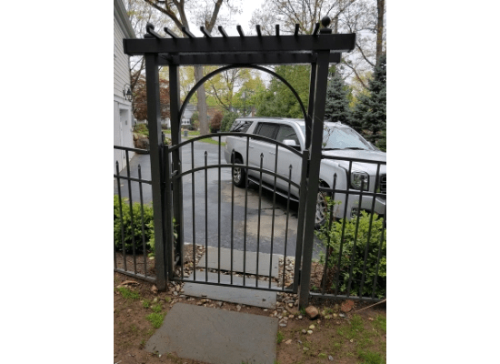 Aluminum gate and flat top arbor