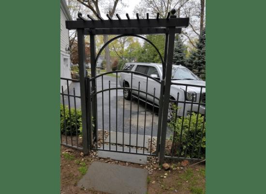 Aluminum gate and flat top arbor