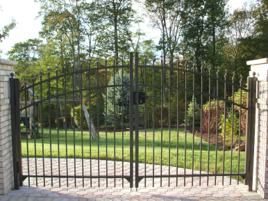 Double Arched Aluminum Gate with Finials