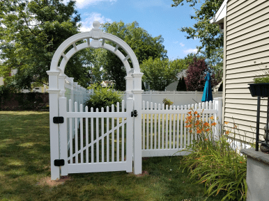 Nantucket Scalloped PVC Picket Fence With Arbor & New England Caps