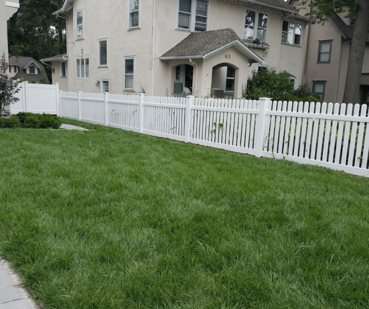 A white Bar Harbor Dog Ear Picket Fence installed by Artistic Fence Company of northern New Jersey