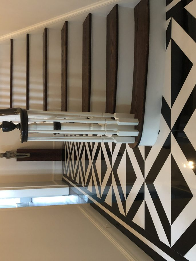 Foyer floor in Belgium black and white thassos marble