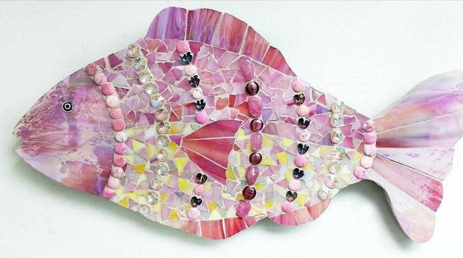 "Title Bedazzled Fish Medium Mosiac Size 10"" X 15"""