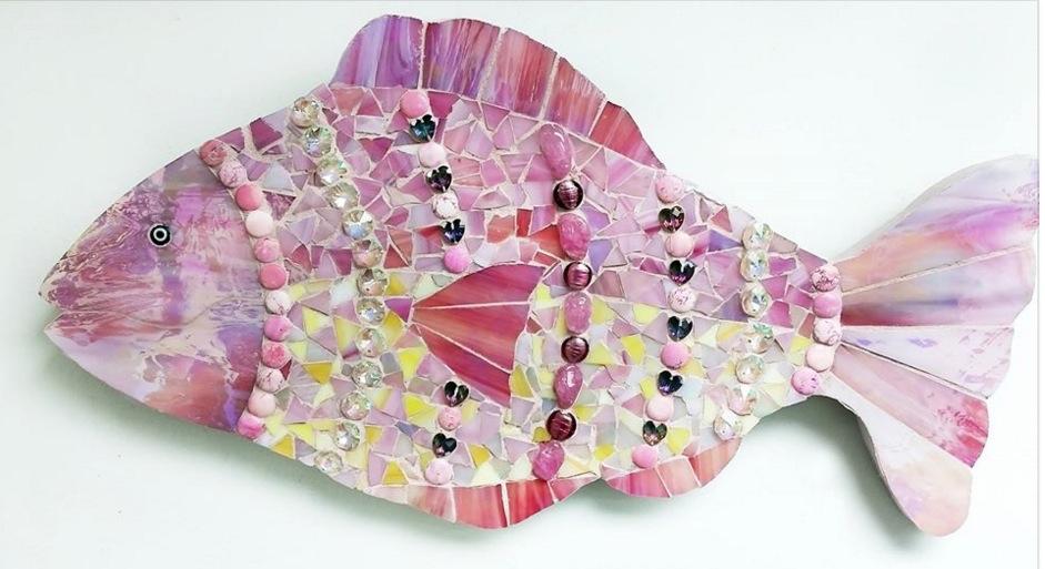 "Title Bedazzled Fish Medium Mosiac Size 10"" X 15"""