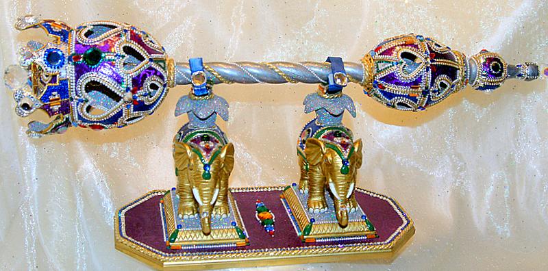 Title The Queen's Scepter Medium Ostrich, Rhea, Goose & Duck egg Size 26 inch x 11 inch x 8 inch