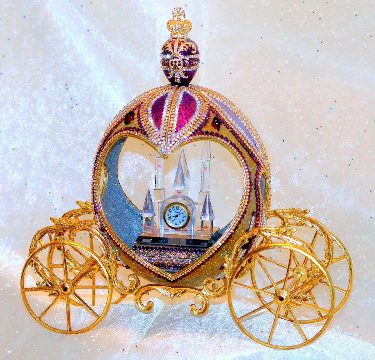 Title The Queen's Carriage Medium Ostrich egg Size 8 inch x 8 inch x 6 inch