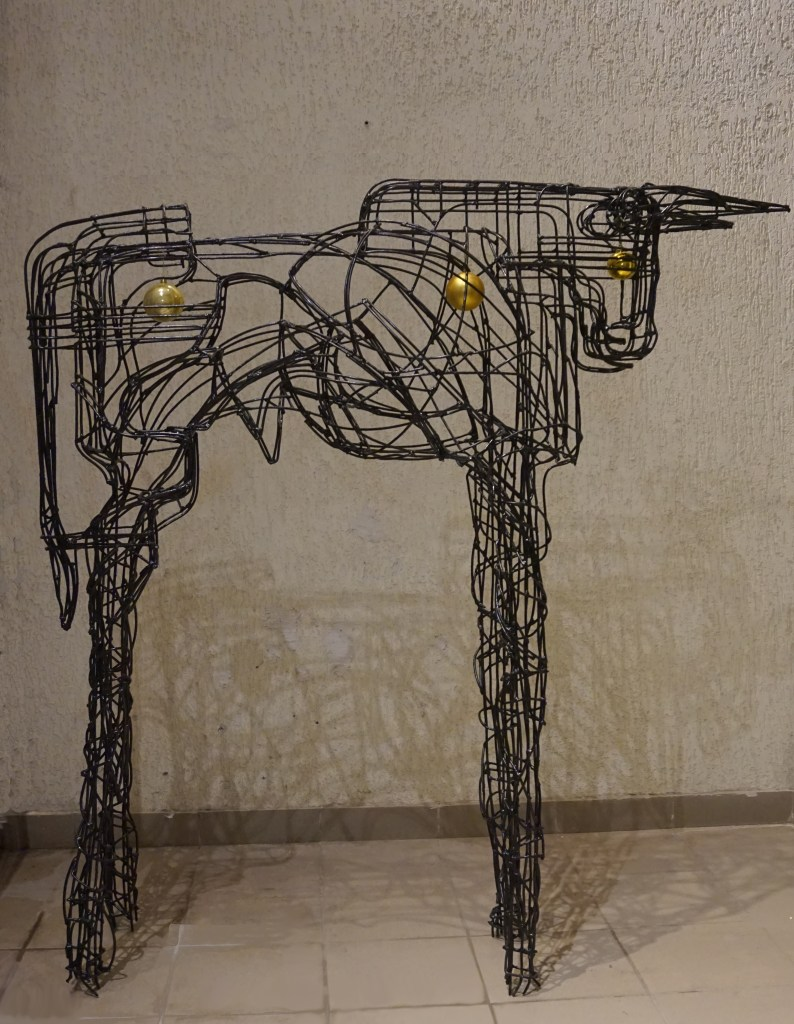 Bull | steel wire (painted) | 170 x 148 x 36 cm