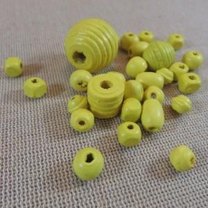 Perles en bois jaune différentes formes – lot de 30