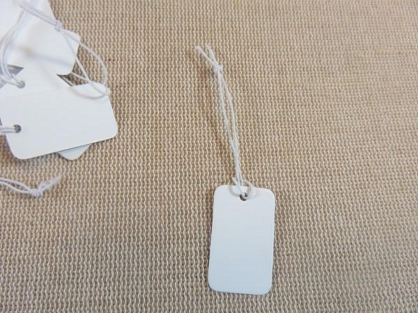 étiquettes prix blanche avec ficelle 25x15mm - lot de 25