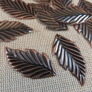 Pendentifs feuille cuivre en métal 33x16mm – lot de 10