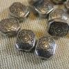 Perles rectangle argenté acrylique 9x10mm gravé ethnique - lot de 15
