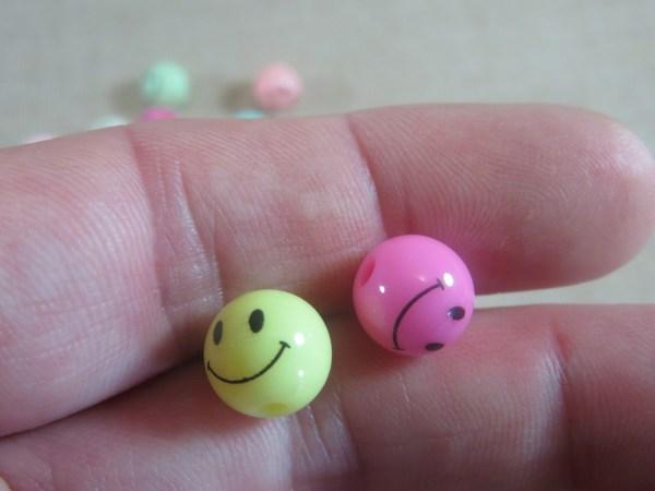 Perles Smile multicolore 10mm ronde en acrylique - lot de 20