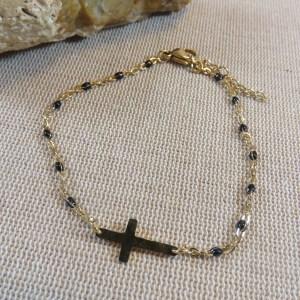 Bracelet croix dorée et petite perles noir – bijoux cadeaux Femme