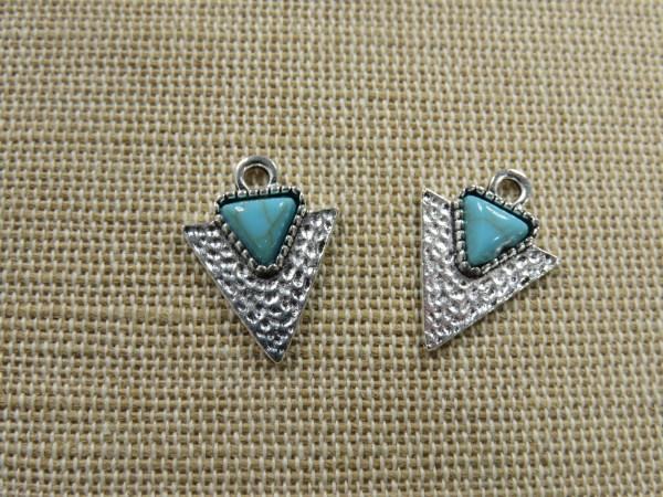Breloques triangle martelé pointe argenté cabochon turquoise - lot de 2