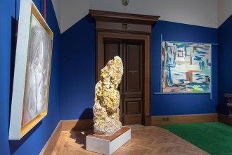 Výstavní sál s objekty Petra Písaříka---Exhibition hall with objects by Petr Pisarik