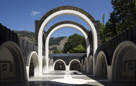 5192bf01b3fc4b3741000026_classic-maritxell-sanctuary-ricardo-bofill_meritxell_sanctuary_andorra_ricardo_bofill_taller_arquitectura_14-1000x631