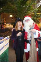 Weihnachtsmann mit Musikerin