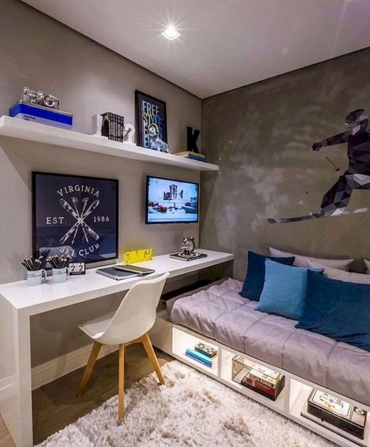As long as you have a computer, you have access to hundreds of games for free. 45 Awesome Computer Gaming Room Decor Ideas and Design (2 ...