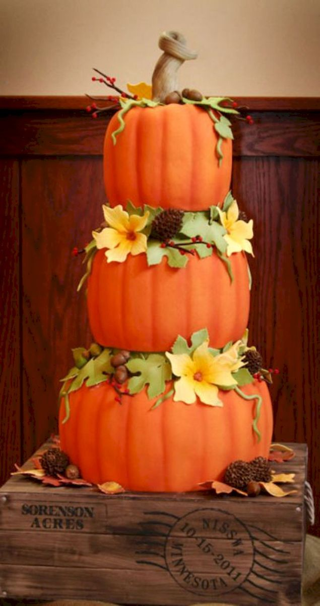 36 Awesome Halloween Wedding Cake Ideas (6)