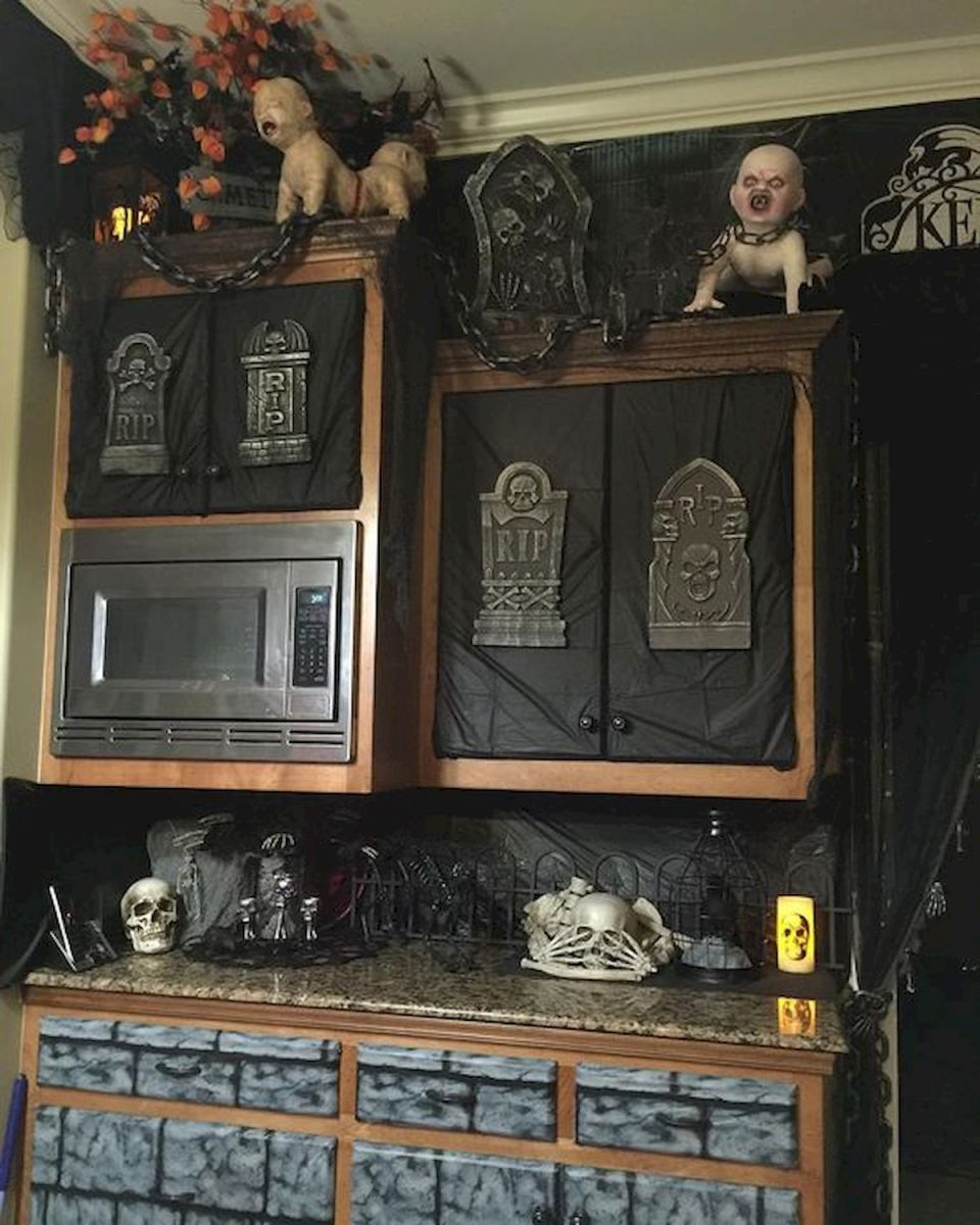 46 Gorgeous Halloween Kitchen Cabinets Decor Ideas (31)