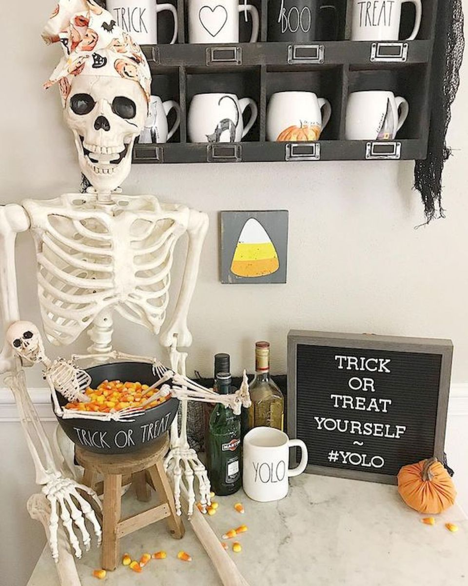 46 Gorgeous Halloween Kitchen Cabinets Decor Ideas (34)