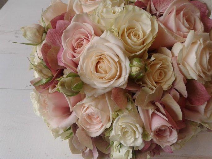 bouquet compacto de rosas