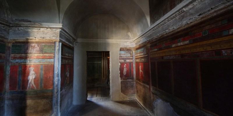 Заполненная фресками Вилла Мистерий после реставрации.