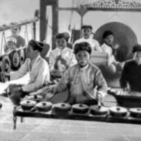 Оркестр гамелан. Остров Ява. 1921 г. Фото из Большой советской энциклопедии