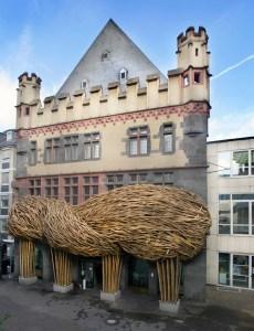 frankfurter-kunstverein-joko-avianto-bamboo-installation-facade-designboom-010