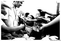 Pop corn merchant overwhelmed by children!
