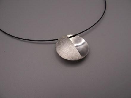 Arto Edelsmeden- Zilveren halve manen grofmat met glans