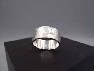 Arto Edelsmeden- Zilveren herenring breed met vlakhamer