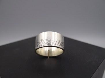 Arto Edelsmeden- Zilveren ring Ombre hamerslag met oxyde