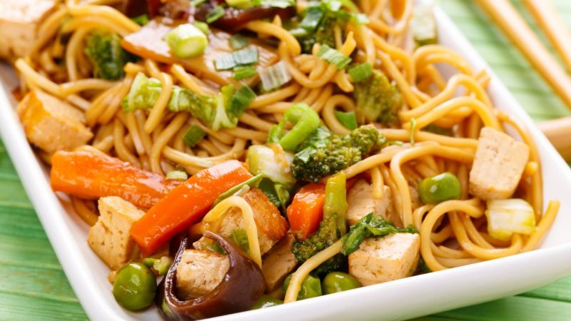 Guyanese-style chow mein - vegan and gluten-free