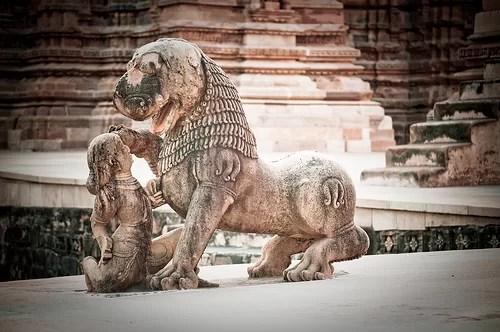 khajuraho-temple-lion