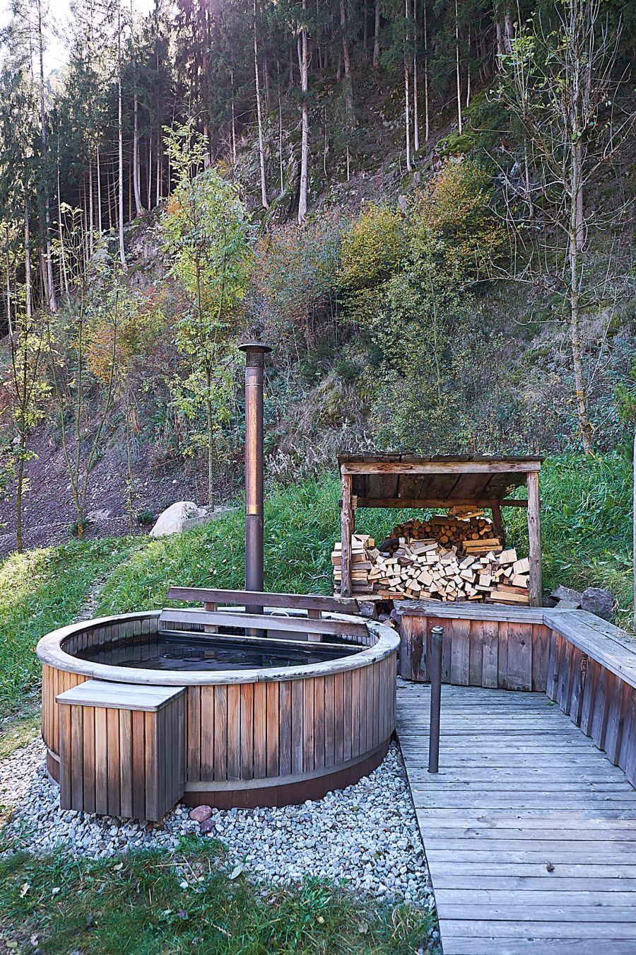 Beheizbarer Holz Zuber für Temperaturen über 37°C.