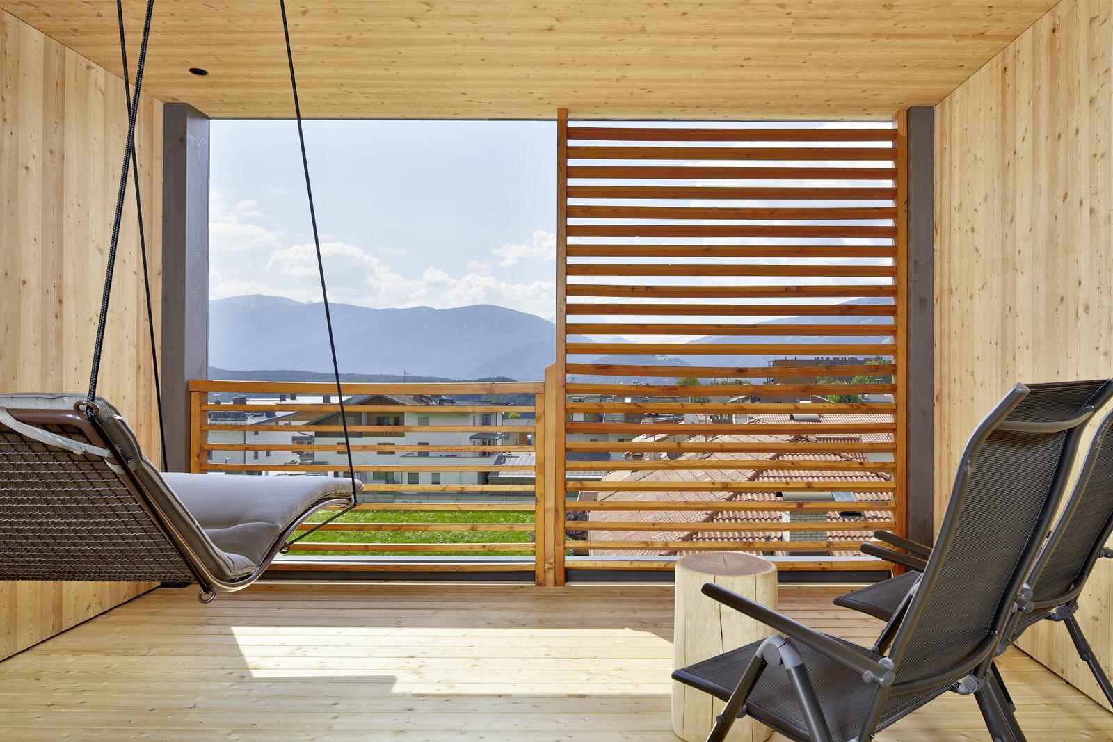 Panorama-Lodge-und-Suite-Natur-Zirm-Außenterrasse