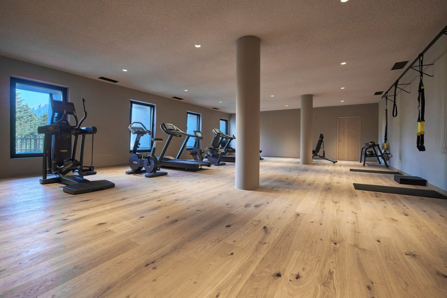 Der Fitnessbereich ist ganztägig geöffnet, um das individuelle Training an den Geräten zu jeder Tageszeit zu ermöglichen.