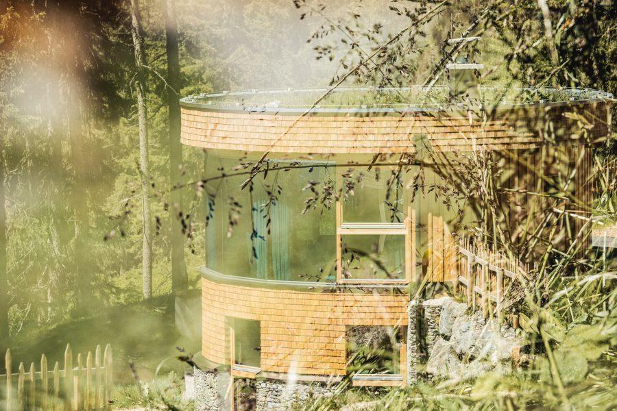 Rund, eckig oder oval – gezielte architektonischer Akzente machen jedes Chalet einzigartig. Nachhaltige Bauweise gehört zu unserem Leitsatz.