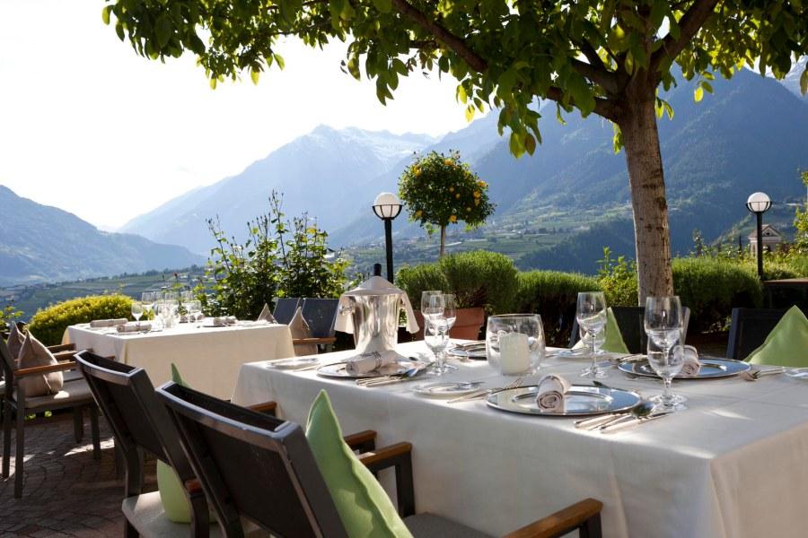 Ein Gourmet-Bouquet aus alpinen und mediterranen Gerichten, vorzugsweise zubereitet aus erntefrischen saisonalen Produkten aus der Region Südtirol.