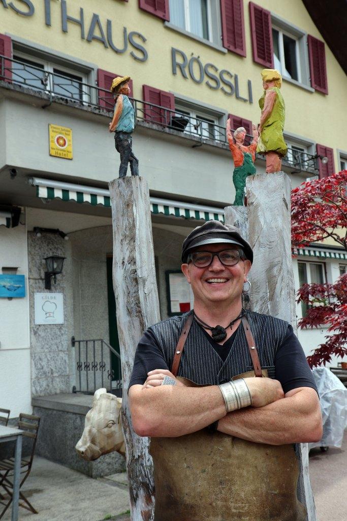 Wiesner – vor seinem Gasthaus Rössli