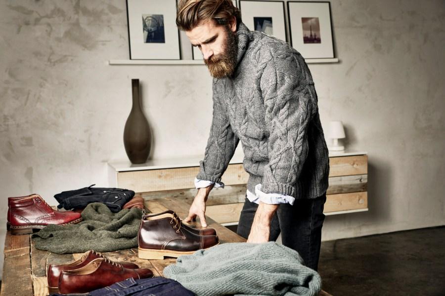 Bereits in den 1960er-Jahren wurde die Manufaktur des Luxus-Labels nach Budapest verlegt, wo heute nach wie vor rund 25 Paar Heinrich Dinkelacker Schuhe pro Tag produziert werden.