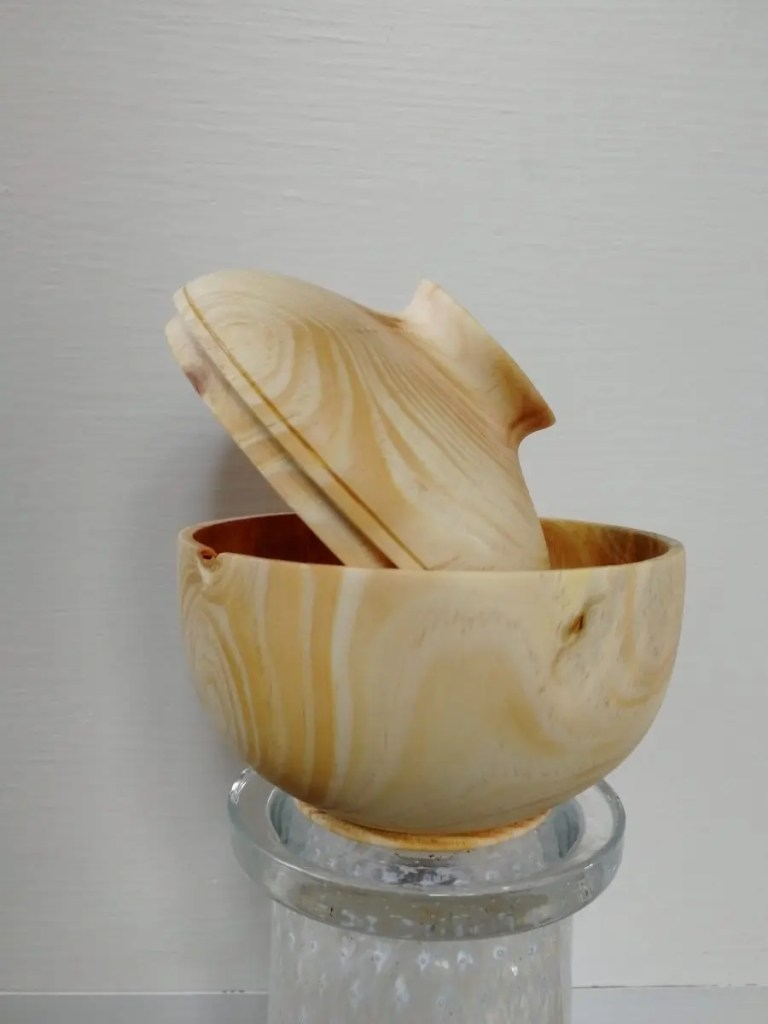 Lidded bowl by Felicia Gowenius