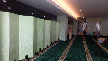 pembatas ruangan mushola