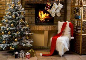 화재, 의자와 벽난로와 크리스마스 트리