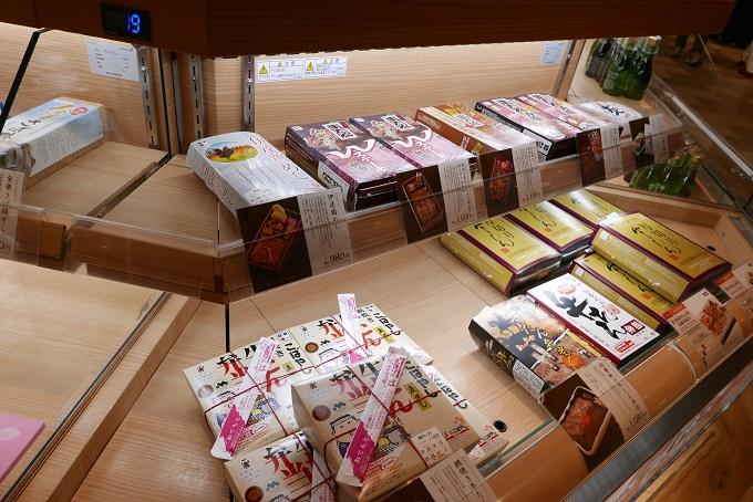 仙台駅弁2階売り場伊達のこみち内の駅弁踊りの写真2