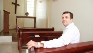 O neurocirurgião Dionei Freitas de Morais, chefe do setor de Neurocirurgia do Hospital de Base/Funfarme, defende que a fé ajuda na cura do paciente.