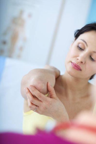 Quando a pessoa já tem um problema como bursite, tendinite, artrite ou alguma cicatriz cirúrgica, o frio tende a agravar esse problema e fazer com que a pessoa sinta mais dor, segundo o ortopedista Henrique Gurgel